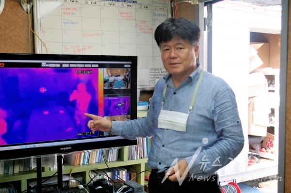 (주)휘성 민길식 대표이사가 제품의 기능에 대해 설명하고 있다(사진=김규용 기자)